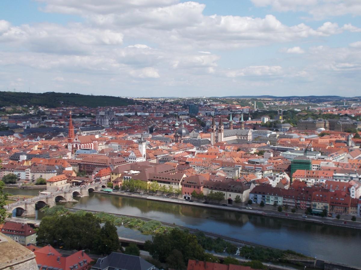 Zdjęcia: Würzburg, Bawaria, Widok na Stary Most nad Menem i miasto, NIEMCY