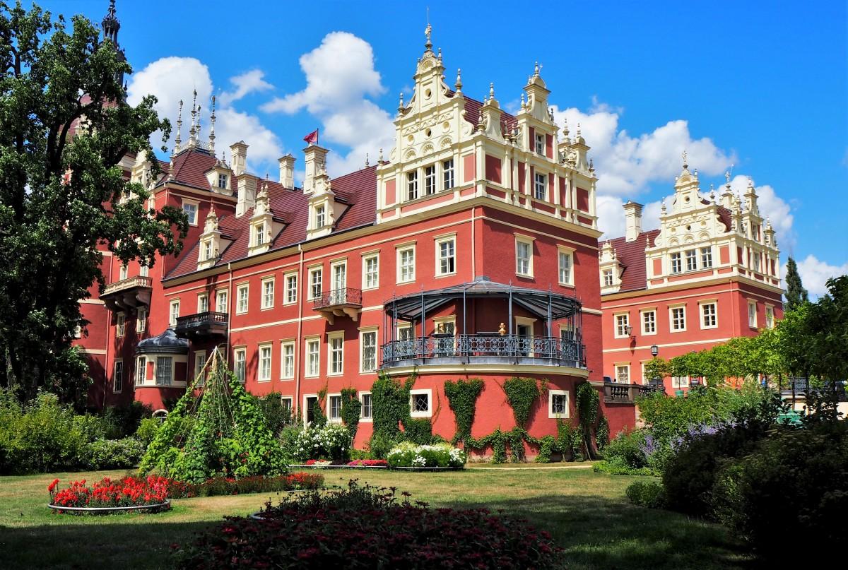 Zdjęcia: Nowy Zamek, Park Mużakowski (Bad Muskau), Brandenburgia, okazały z każdej strony..., NIEMCY