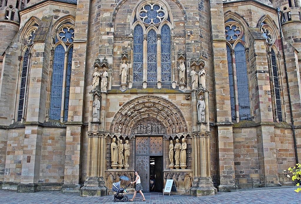 Zdjęcia: Trier, Nadrenia-Palatynat, Przy trewirskiej katedrze, NIEMCY