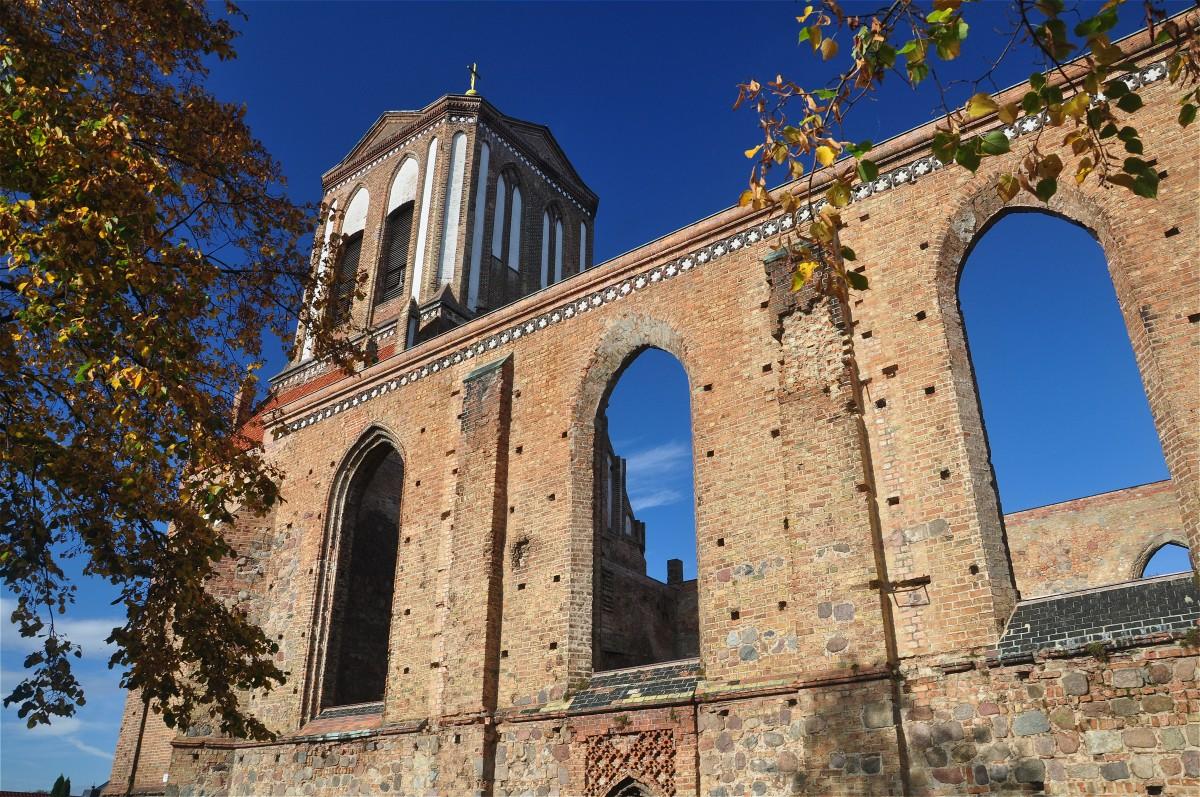 Zdjęcia: Gartz (Oder), Brandenburgia, Kościół w Gartz (Oder) pozostawiony w formie trwałej ruiny, NIEMCY