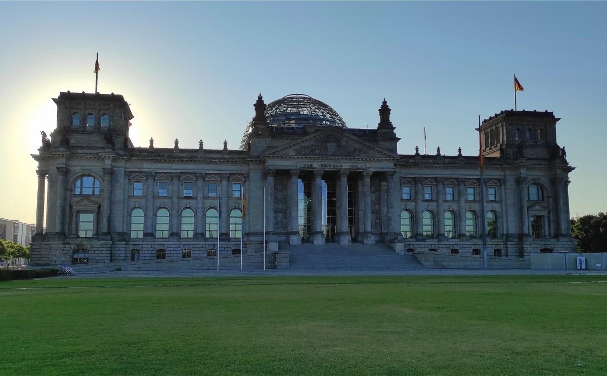 Zdjęcia: Berlin, Berlin, Gmach parlamentu Rzeszy w Berlinie o poranku, NIEMCY