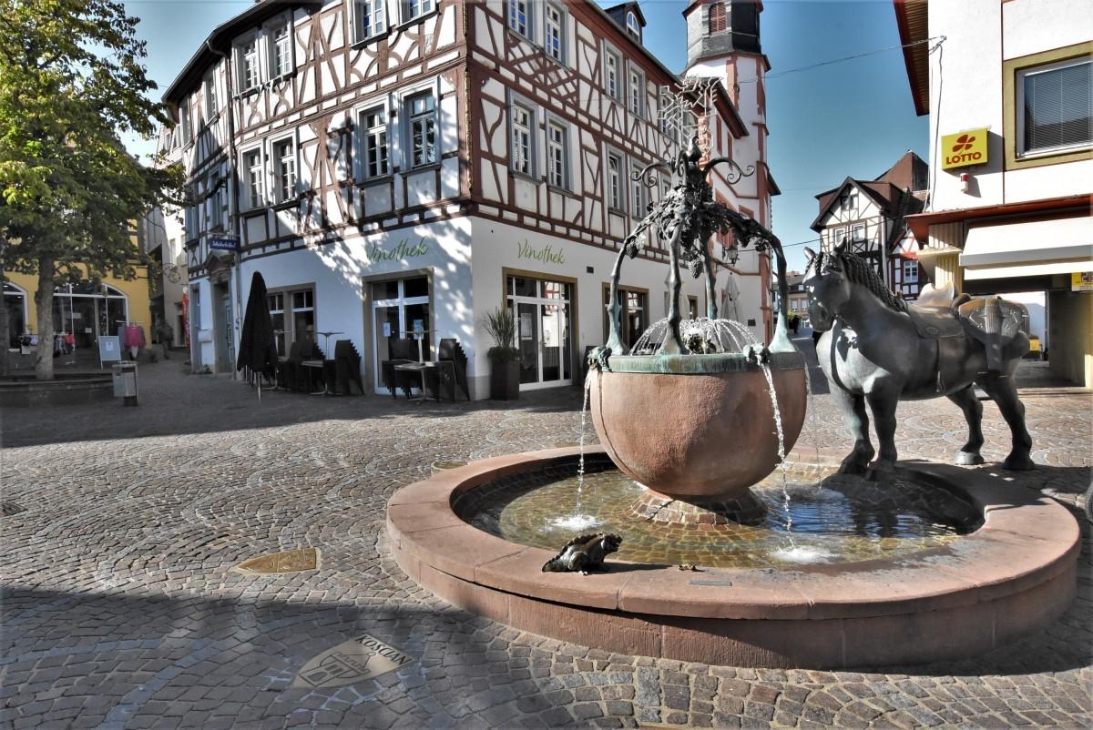 Zdjęcia: Alzey, Nadrenia Pallatynat, Alzey, fontanna, NIEMCY