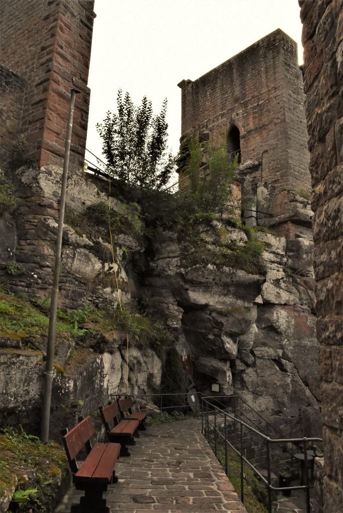 Zdjęcia: Lambrecht, Nadrenia Pallatynat, Lambrecht, jeden z 3 zamków, NIEMCY