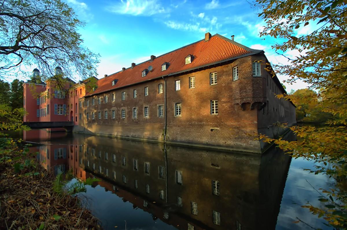 Zdjęcia: Duesseldorf-Kalkum, -Nadrenia Północna Westfalia, Zamek Kalkum, NIEMCY
