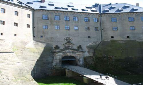 Zdjęcie NIEMCY / Saksonia / Konigstein / małe wejście do wielkiej twierdzy