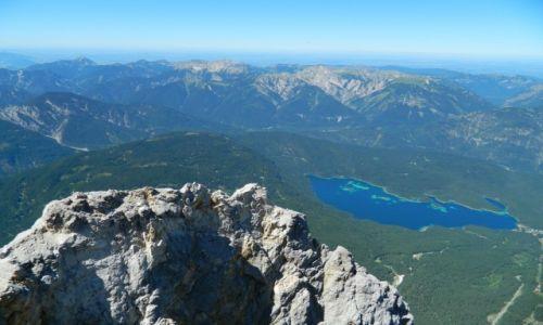 Zdjęcie NIEMCY / bawaria / alpy / Zugspitze i widok na jezioro