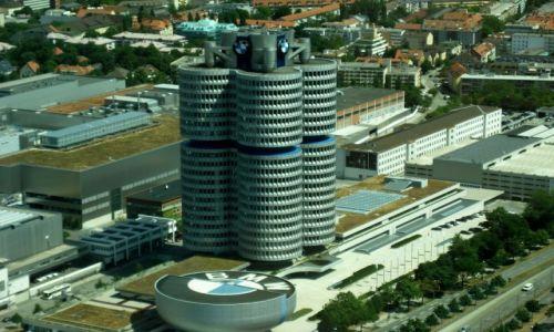 NIEMCY / Bawaria / Niemcy / Budynek BMW