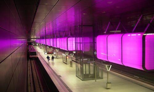 NIEMCY / Hamburg / Stacja metra w Hafen City / Barwnie pod ziemią