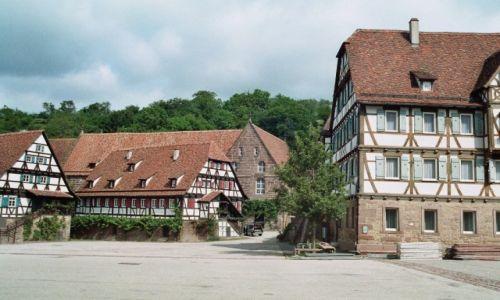 Zdjecie NIEMCY / Badenia Wirtembergia / Maulbronn / Dziedziniec opactwa w Maulbronn
