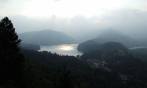 Zdjęcie NIEMCY / Bawaria / Hohenschwangau / Zamek Hohenschwangau we mgle.