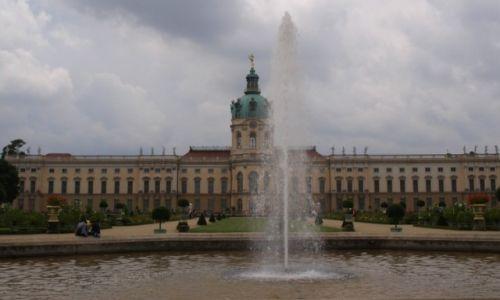 Zdjęcie NIEMCY / centralne Niemcy / Berlin / po letnim parku spacerując
