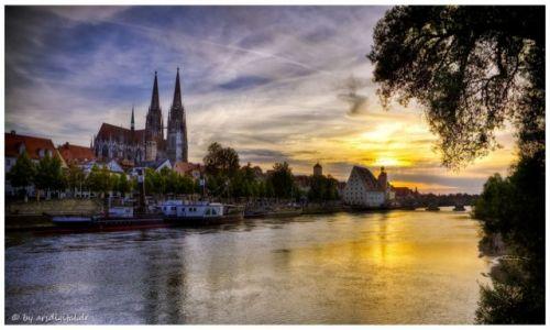 Zdjęcie NIEMCY / Bayern / Regensburg / Abends...