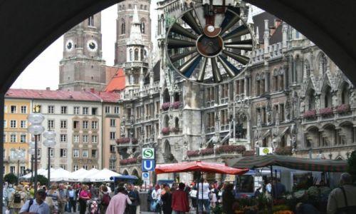 Zdjecie NIEMCY / Bawaria / Monachium / Spojrzenie na ratusz