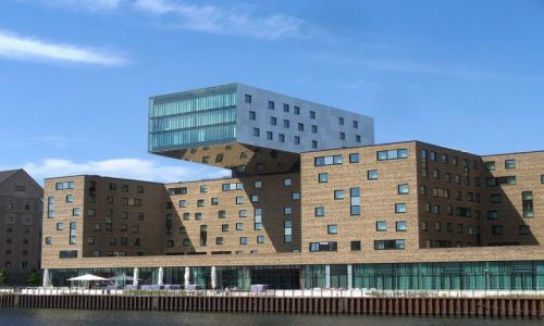 NIEMCY / Berlin / Berlin rzeka Szprewa / Odwa�ny projekt dom�w