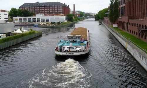 Zdjęcie NIEMCY / Brandenburgia / Berlin / Dyspozycyjny kapitan barki.