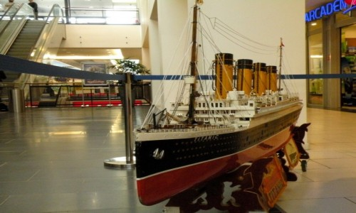 Zdjecie NIEMCY / Berlin / Media Markt , dzielnica Tempelhof / Model Titanica