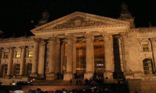 Zdjęcie NIEMCY / Branderburgia / Berlin / Wejście do Reichstagu