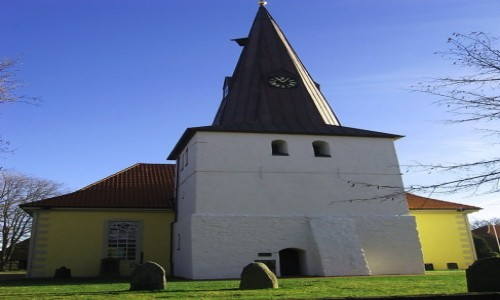 Zdjęcie NIEMCY / Dolna Saksonia / Sehnde / Kolorowy kościółek