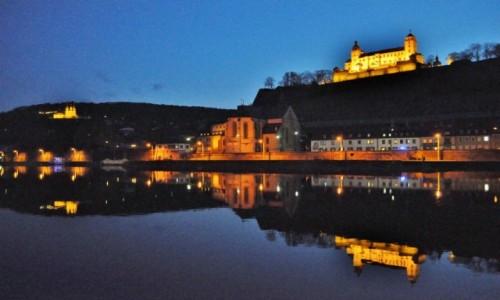 Zdjecie NIEMCY / Frankonia / Wurzburg / Wuerzburg, nocny spacer nad Menem