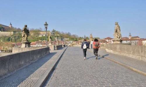 Zdjęcie NIEMCY / Frankonia / Wurzburg / Wurzburg, zakamarki, stary most