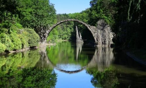 Zdjecie NIEMCY / Saksonia / Kromlau / W ogrodzie Saurona