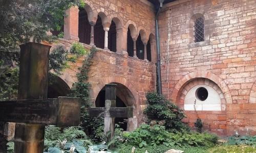 NIEMCY / Dolna Saksonia / Hildesheim / Na klasztornym dziedzińcu