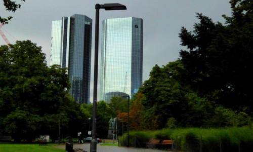Zdjecie NIEMCY / Hesja / Frankfurt / Latarnia w parku