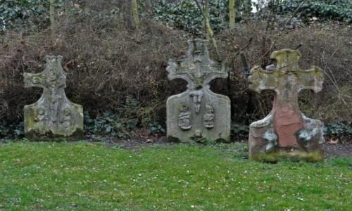 Zdjęcie NIEMCY / Hesja / Lorsch / Lorsch, cmentarz przy kościele katolickim
