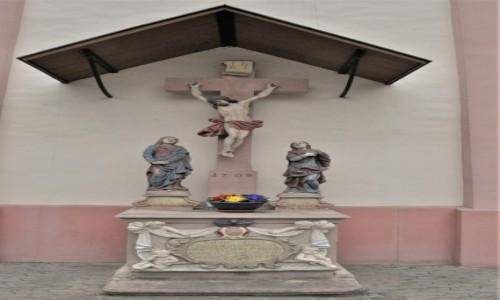 Zdjęcie NIEMCY / Małopolska / Kraków / Lorsch, ukrzyżowanie przy kościele katolickim
