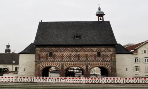 Zdjęcie NIEMCY / Hesja / Lorsch / Lorsch, ruiny opactwa z VIII w.. brama