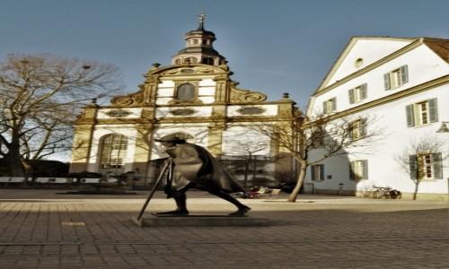 Zdjęcie NIEMCY / Nadrenia-Palatynat / Spira / Spira, pomnik pielgrzyma do Compostelli i protestancki kościół Św. Trójcy