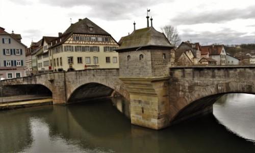 Zdjęcie NIEMCY / Badenia-Wirtembergia / Schwabisch Hall / Schwabisch Hall, na moście