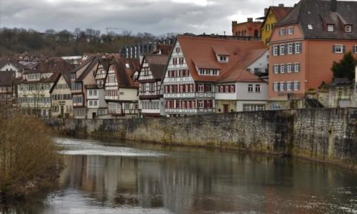 Zdjęcie NIEMCY / Badenia-Wirtembergia / Schwabisch Hall / Schwabisch Hall, spacer nad rzeką