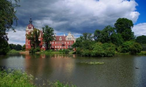 Zdjecie NIEMCY / Saksonia / Bad Muskau ( Mużaków ) / Park Mużakowski - zamek-