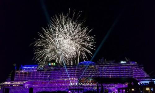 Zdjecie NIEMCY / Północne Niemcy / Port w Hamburgu / AIDAperla na urodzinach portu w Hamburgu