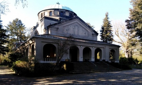 NIEMCY / Brandenburgia / Berlin / Ciekawa kaplica cmentarna