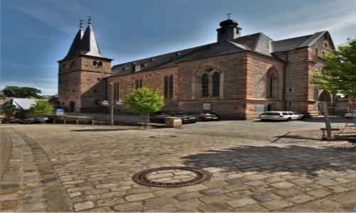 NIEMCY / Nadrenia Pallatynat / Saarburg / Saarburg, kościół św. Wawrzyńca