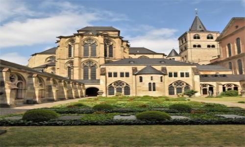Zdjęcie NIEMCY / Nadrenia-Palatynat / Trewir / Trewir, krużganek katedry