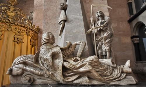 NIEMCY / Nadrenia-Palatynat / Trewir / Trewir, klimatyczny nagrobek w katedrze