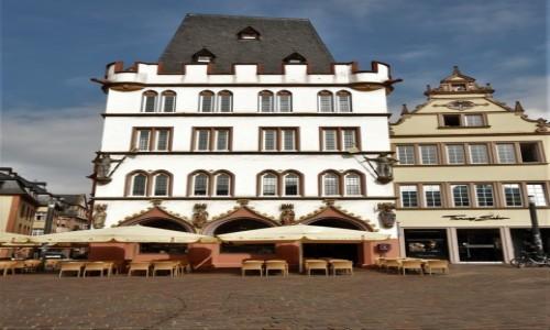 Zdjęcie NIEMCY / Nadrenia-Palatynat / Trewir / Trewir, stary rynek, ratusz