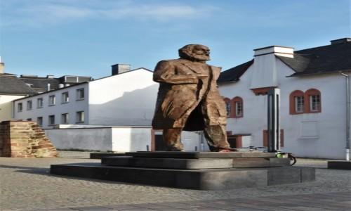Zdjęcie NIEMCY / Nadrenia-Palatynat / Trewir / Trewir, pomnik Karola Marksa, urodził się w Trewirze