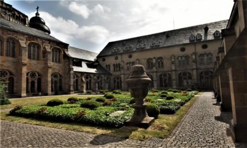 Zdjęcie NIEMCY / Nadrenia-Palatynat / Trewir / Trewir, katedra krużganki