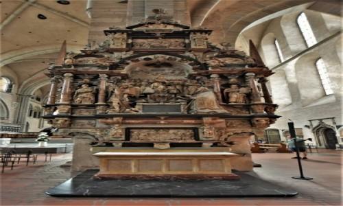 NIEMCY / Nadrenia-Palatynat / Trewir / Trewir, katedra zawiera relikwie szaty Jezusa