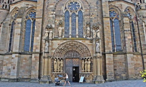Zdjęcie NIEMCY / Nadrenia-Palatynat / Trier / Przy trewirskiej katedrze