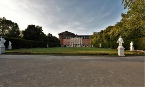 Zdjecie NIEMCY / Nadrenia Pallatynat / Trewir / Trewir, pałac elektorski i park