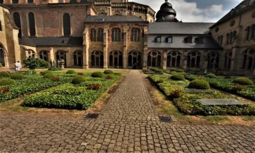 NIEMCY / Nadrenia Pallatynat / Trewir / Trewir, Katedra, krużganki