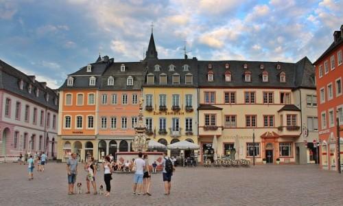 NIEMCY / Nadrenia-Palatynat / Trier / Wieczorne pogaduszki