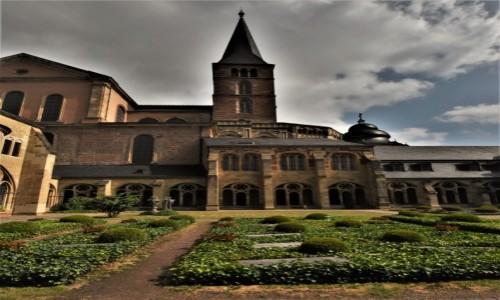 Zdjęcie NIEMCY / Nadrenia Pallatynat / Trewir / Trewir, Katedra, krużganki