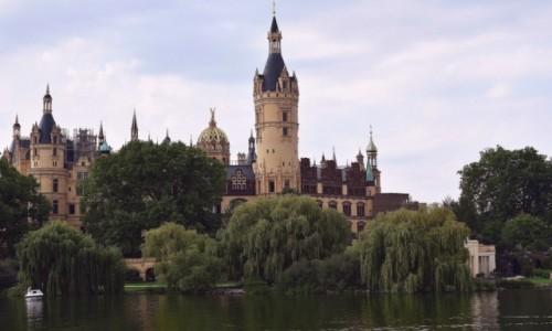 Zdjecie NIEMCY / Północne Niemcy / Miasto Schwerin / Zamek w Schwerin od strony wody