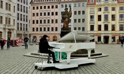 Zdjecie NIEMCY / Saksonia / Drezno / Biały fortepian